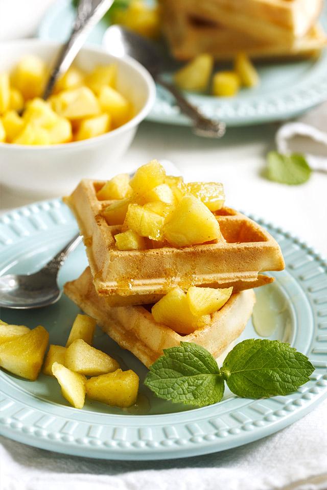 Unser Frühstückstipp für ein herbstlich-winterliches Wochenendfrühstück: Kürbis-Mandel-Waffeln mit Zimt