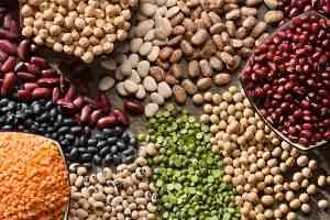 Bohnen und Erbsen liefern wertvolles pflanzliches Eiweiß.