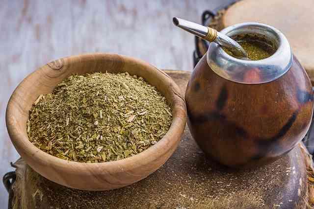 Tee trinken zelebrieren: Die Südamerikaner machen es mit ihrem Mate-Tee vor.