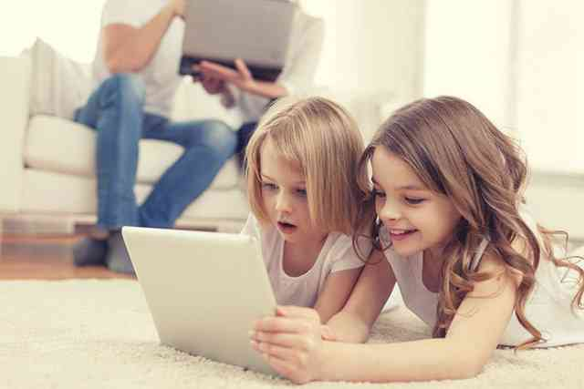 Die Freizeitgewohnheiten der Kinder und Jugendlichen haben sich nicht gerade zu Gunsten der Vitamin-D-Produktion entwickelt.