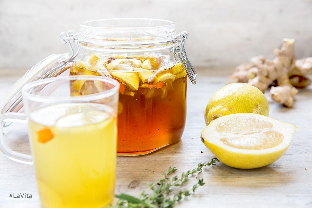 Honig im Tee