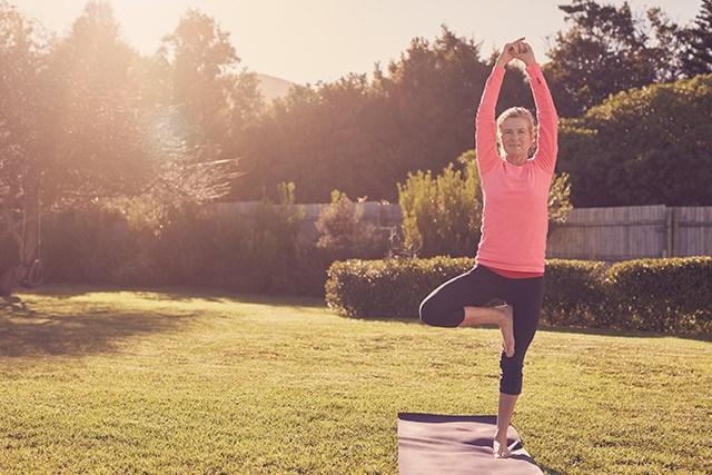 Bewegung und Gleichgewichtsübungen stärken Knochen und schützen vor Brüchen.
