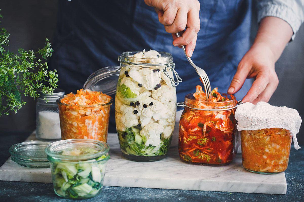 Fermentieren ist nicht nur gesund, sondern schmeckt auch noch besonders lecker.