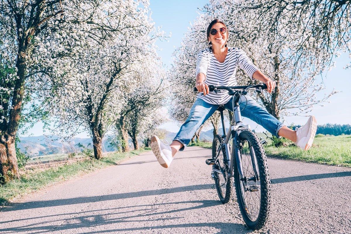 Fit in den Frühling: Bewegung an der frischen Luft hilft gegen Frühjahrsmüdigkeit.