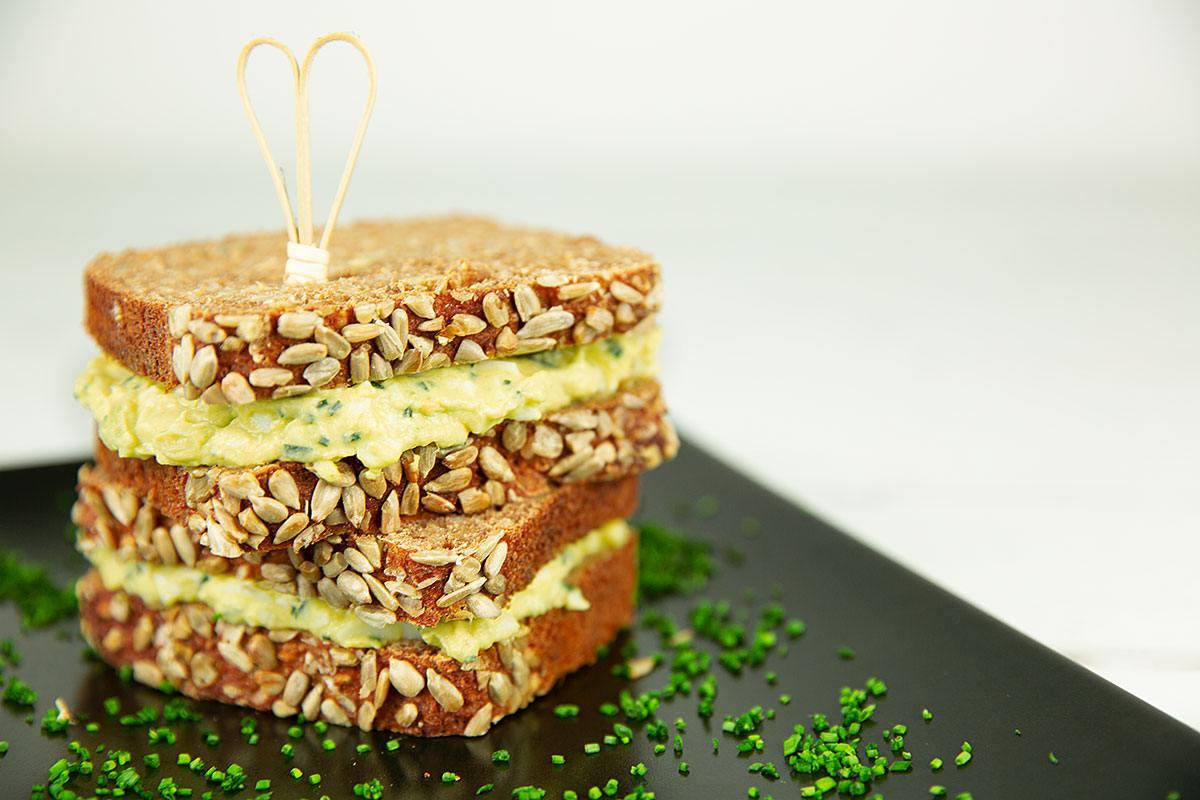 Leckere Verwertung für Ostereier: Avocado-Sandwich mit Ei