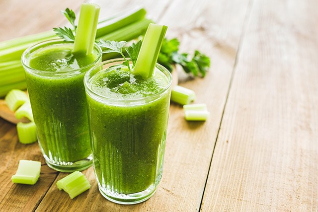 Grüner Selleriesaft: Basisch und vitaminreich.