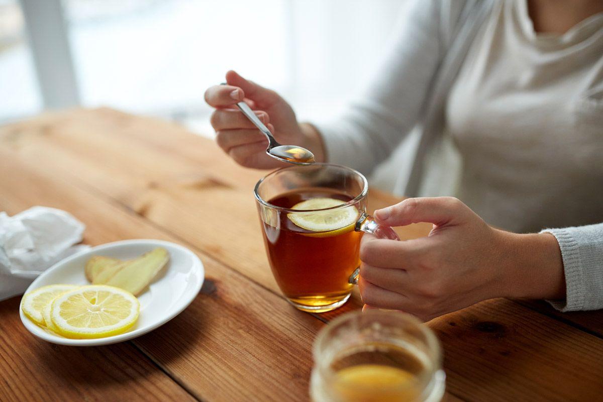 Honig in Tee unterbricht das Intervallfasten.