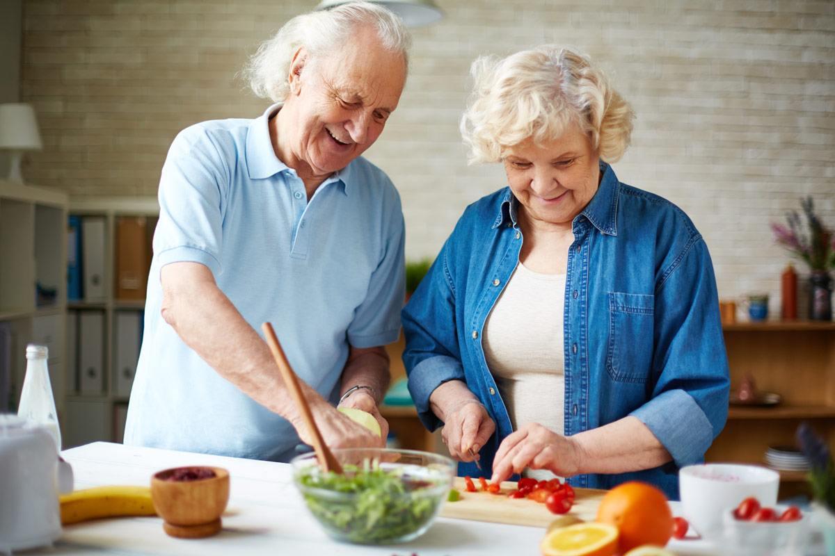Wer wenig Fleisch und Milch isst, sollte auf seine Vitamin B12-Versorgung achten.
