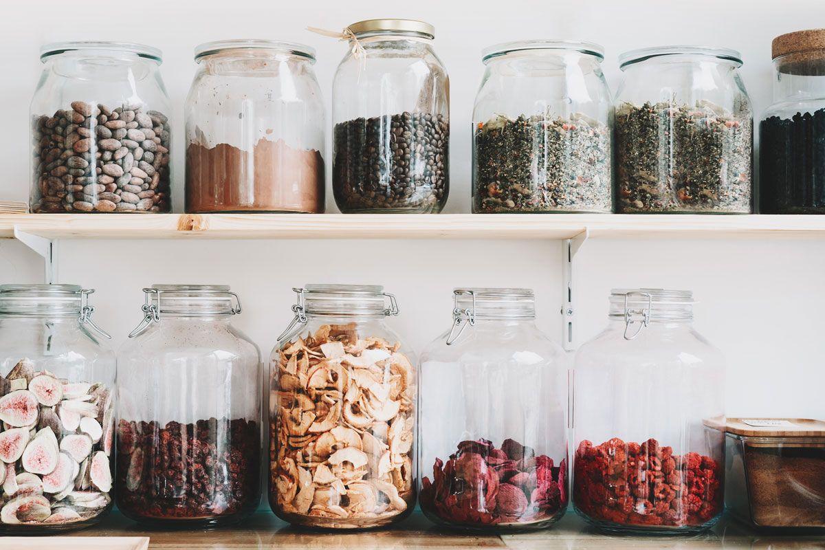 Mit einem sinnvollen Vorrat, kann man sich lecker und vitalstoffreich versorgen - auch wenn man selten einkaufen geht.